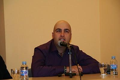 Jeronimo Fernández Duarte es el escritor de La melancolia de las gruas y La invención del gintonic. El poeta acaba de publicar un libro de poesía con la Editorial Poesía eres tú