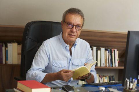 """Manuel Juliá: """"Quiero que la mía sea poesía de la vida, por eso escribo tanto sobre la muerte""""."""